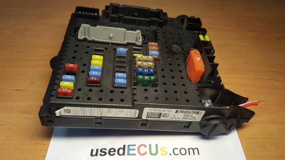 medium resolution of volvo xc90 s60 s80 v70 rear interior multi function fuse box delphi article 8676391 30728273 04w265 12217799