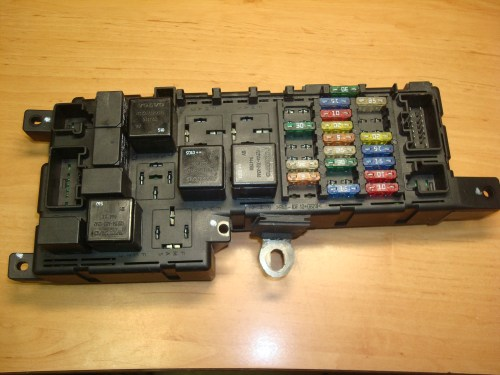 small resolution of volvo s80 s60 v70 under hood fuse relay box article 9452993 518322110