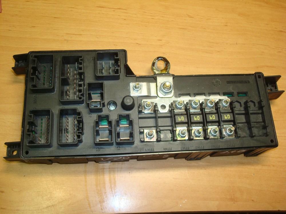 medium resolution of volvo v70 s60 00 06 fuse box 8637841 petrol article 8637841 petrol 518322326