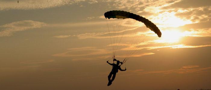The interesting way a woman survived a parachute fall!