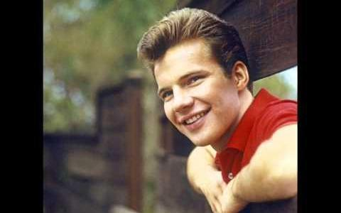 Bobby Vee Trivia: 30 fascinating facts about the 60s singer!