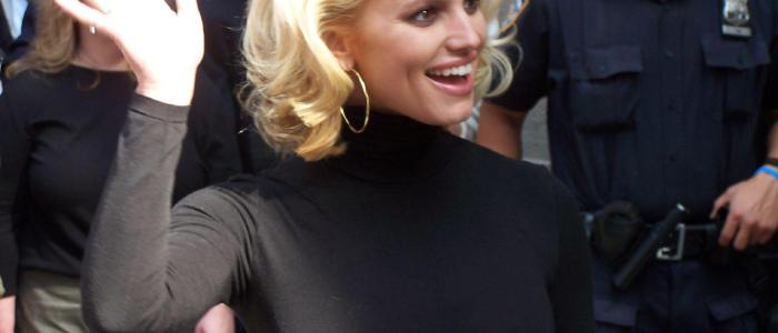 Jessica Simpson Trivia: 42 intriguing facts about the singer!