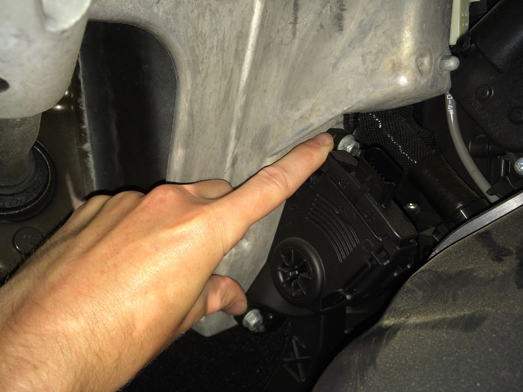 hight resolution of i used a 1 4 drive ratchet with a deep well socket 10mm iirc and was able to reach both nuts with it it s tight near the top nut but it worked