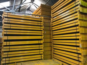 Used Esmena pallet racking