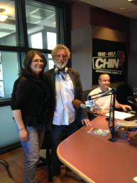 Fernanda con il regista del film Ustica Renzo Martinelli negli studi di Radio Chin. I