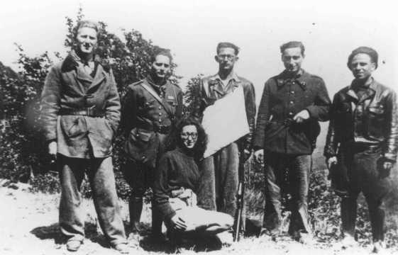 Membres d'un groupe de résistance juif (l'Organisation Juive de Combat). Espinassier, France, pendant la guerre.