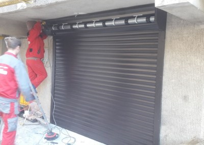 Usa de garaj de tip rulou casa particulara 1