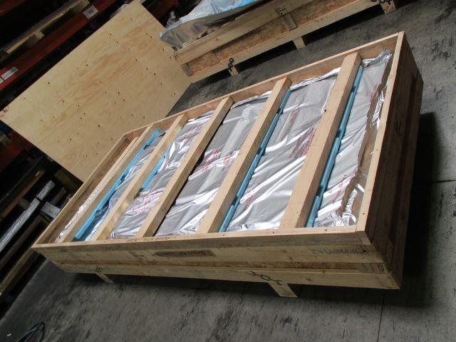 emballage industriel caisse contre plaque