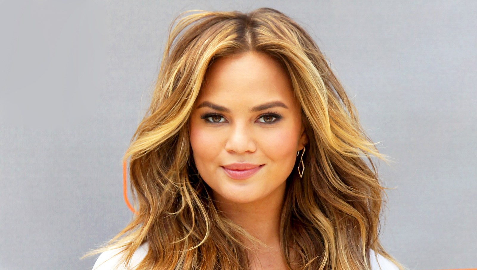 """Chrissy Teigen visits """"Extra"""" at Universal Studios Hollywood in Universal City, California."""
