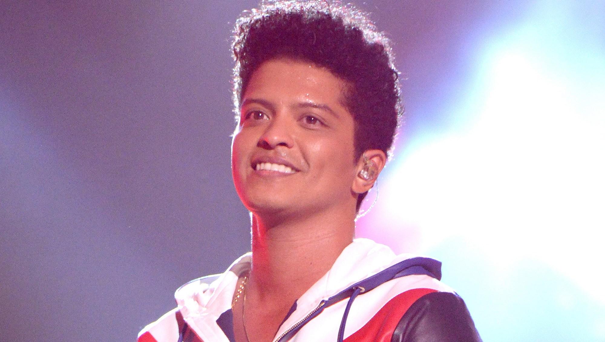 Bruno Mars, AMA, Performance