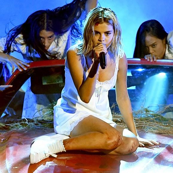 Selena Gomez AMAs 2017 performance
