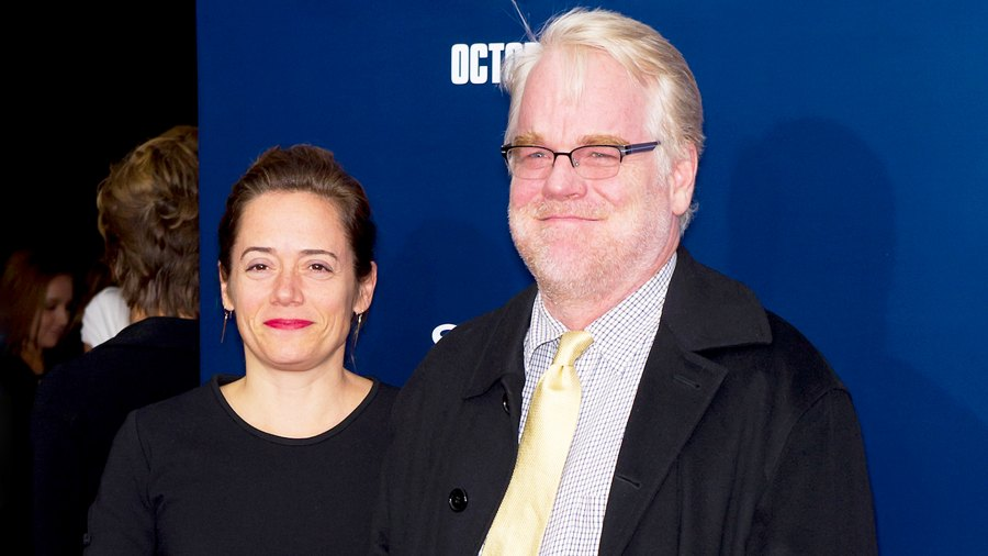 """Mimi O'Donnell and Philip Seymour Hoffman attend the premiere of """"The Ides of March"""" at the Ziegfeld Theater on October 5, 2011 in New York City."""