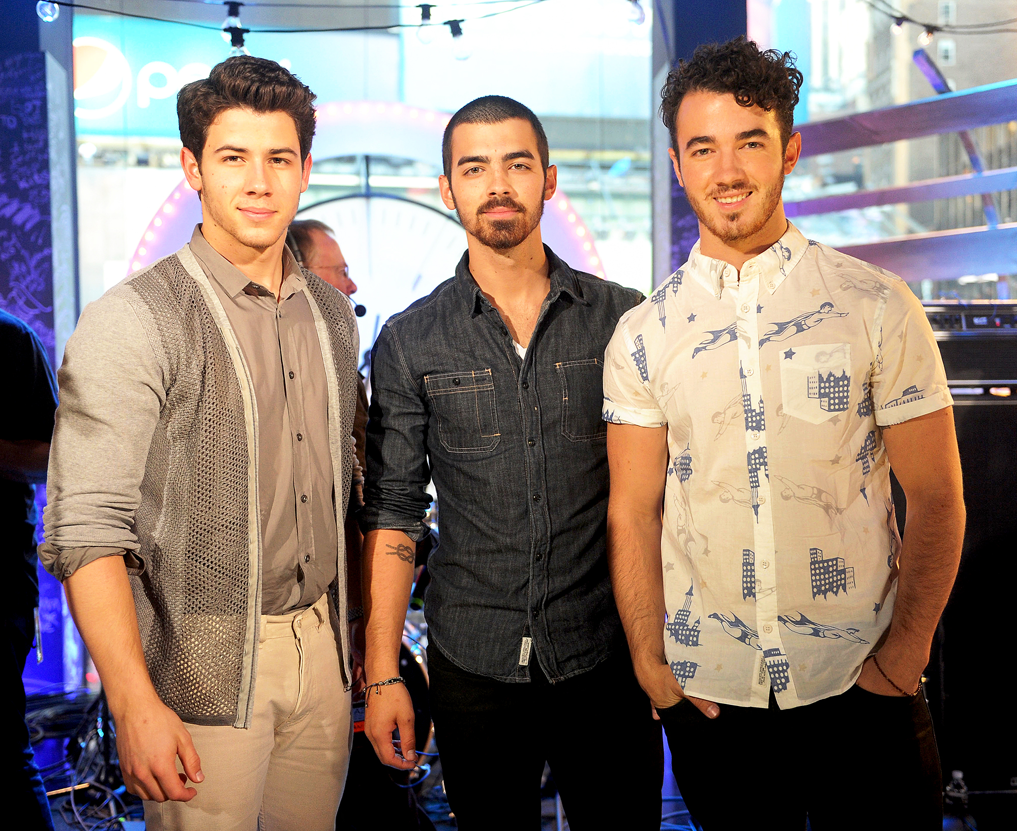 adult fanfiction brothers jonas