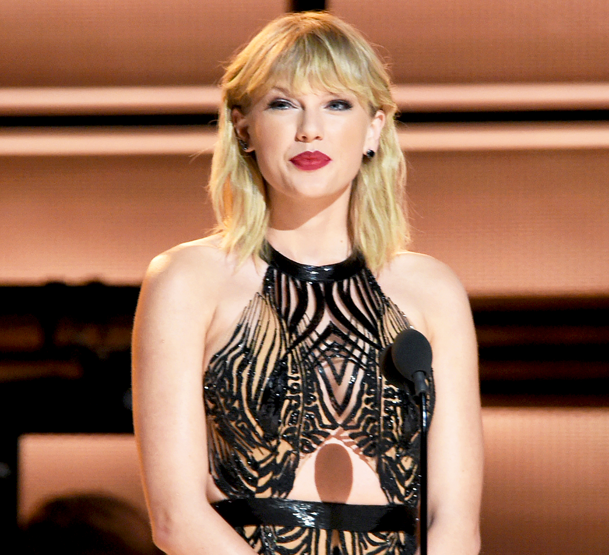 DJ Says He Paid Taylor Swift In A $1 Sacajawea Coin