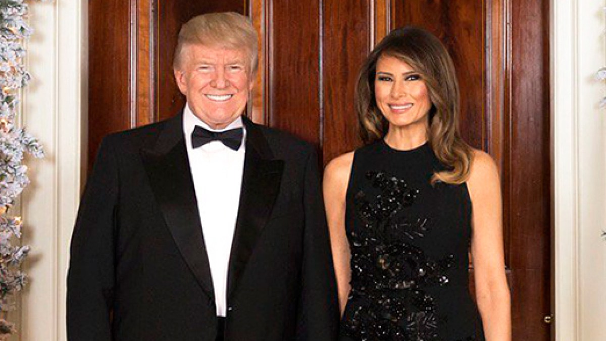 twitter reacts to donald melania trumps christmas photo