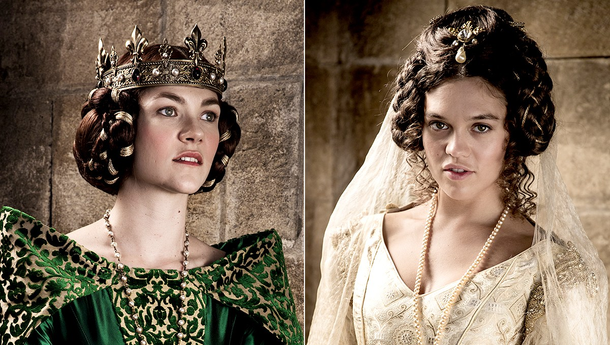 Olivia Ross as Queen Joan and Sabrina Bartlett as Princess Isabella
