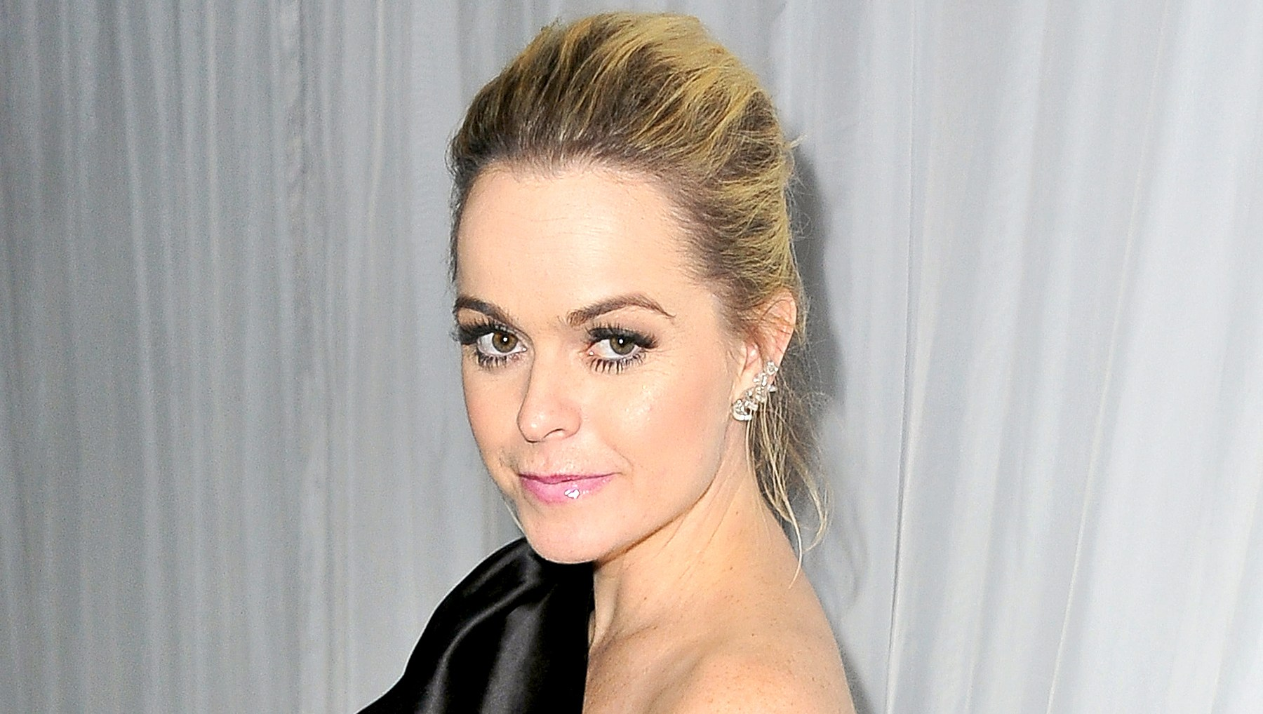 Taryn Manning attends Fox And FX's 2016 Golden Globe Awards Party in Beverly Hills, California.