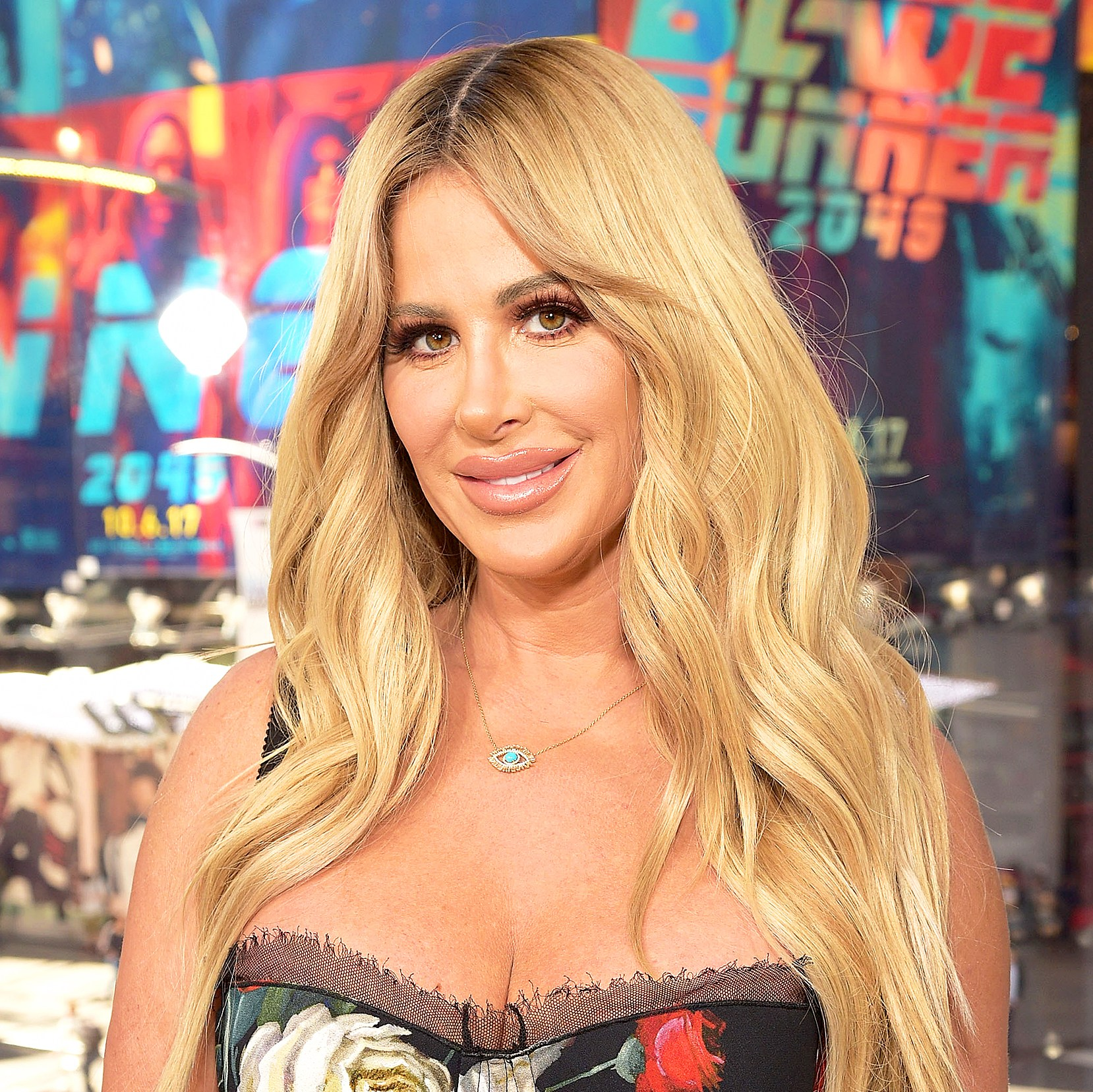 """Kim Zolciak visits """"Extra"""" at Times Square in New York City."""