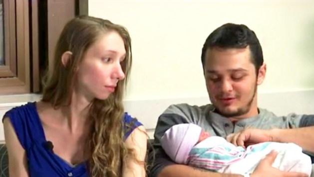 Tiffani Von Glahn and Carl Alewine with their baby girl