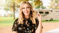 Jennie Garth Invites Us Inside Her RV's Kitchen For a Healthy Vegan Recipe