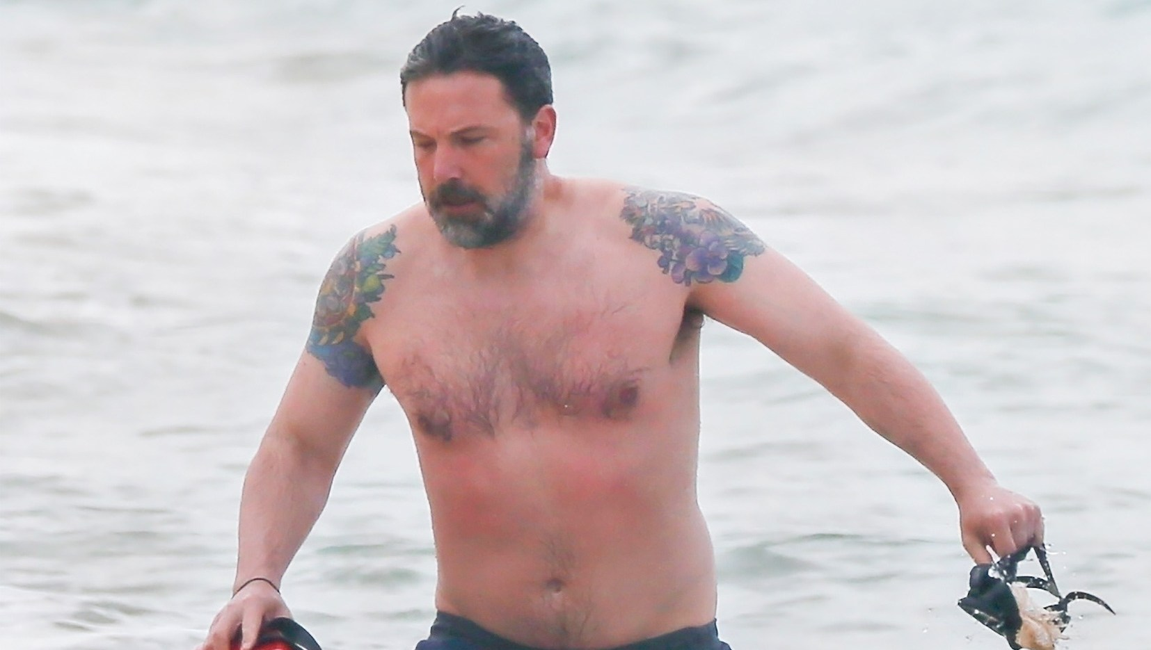 Ben Affleck, Beach, Phoenix, Tattoo, Triple Frontier, Filming, Netflix