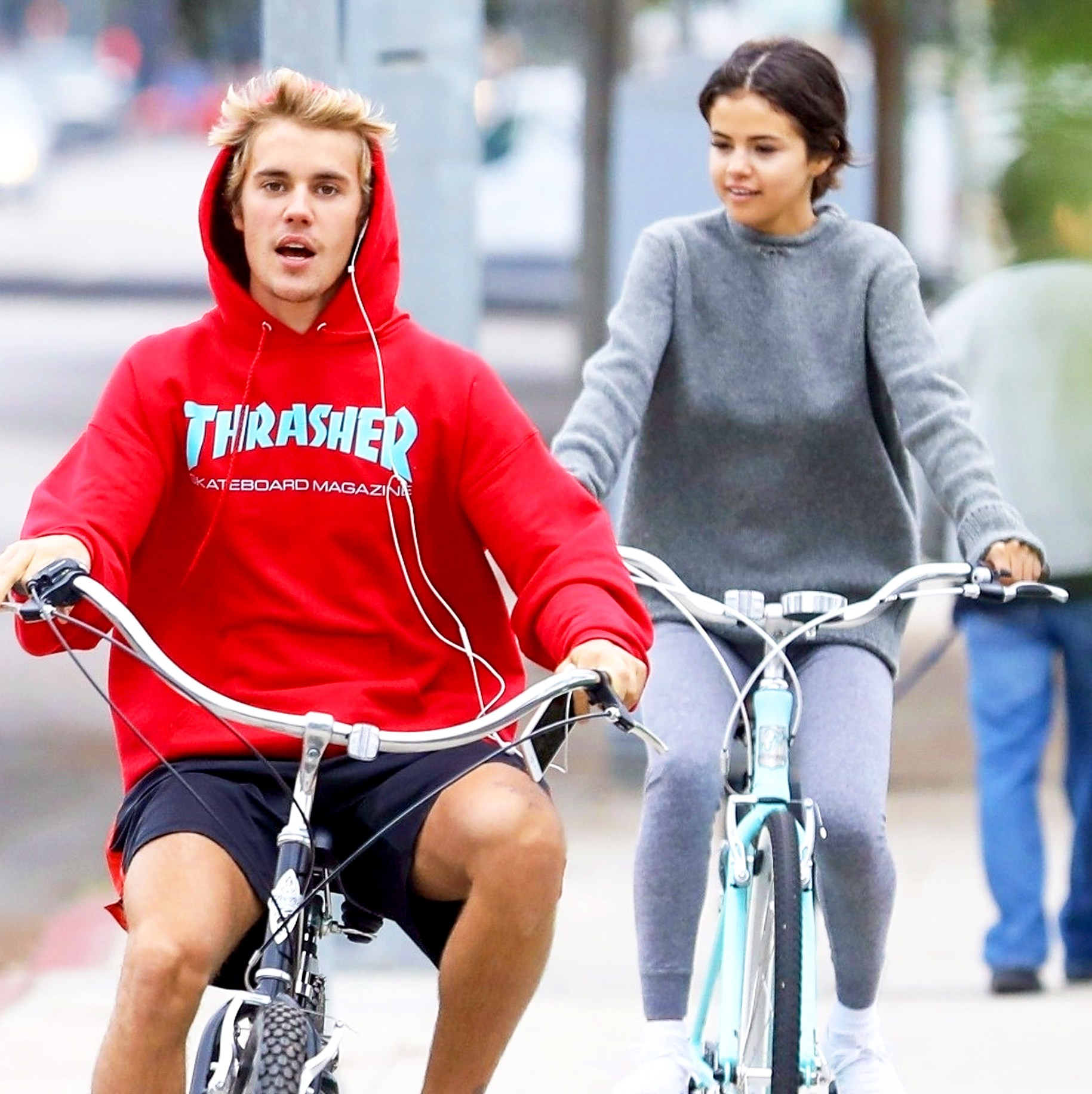 Justin Bieber and Selena Gomez ride bikes in Los Angeles on November 1, 2017.