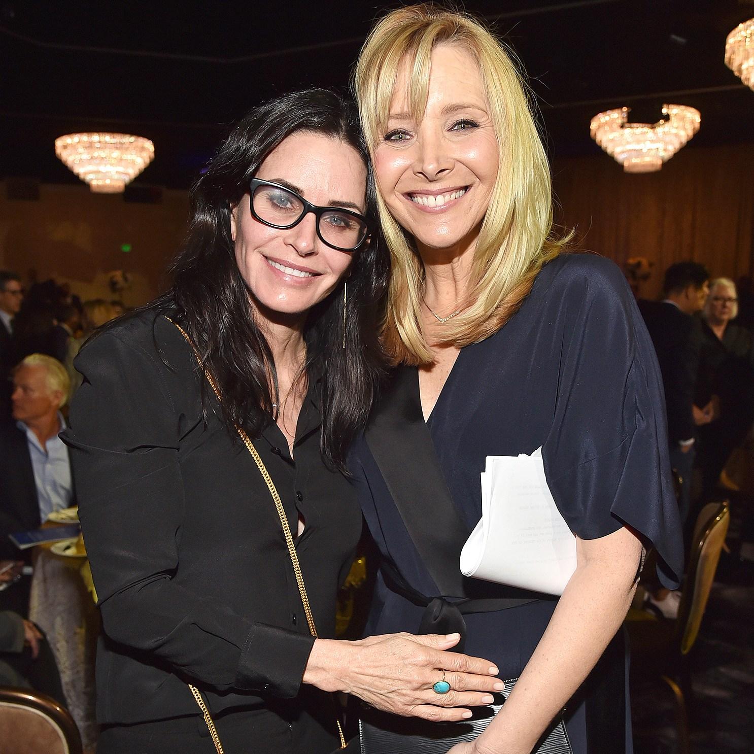 Courteney Cox, Lisa Kudrow, Burn to Remember, Friends, Group Chain, Jennifer Aniston