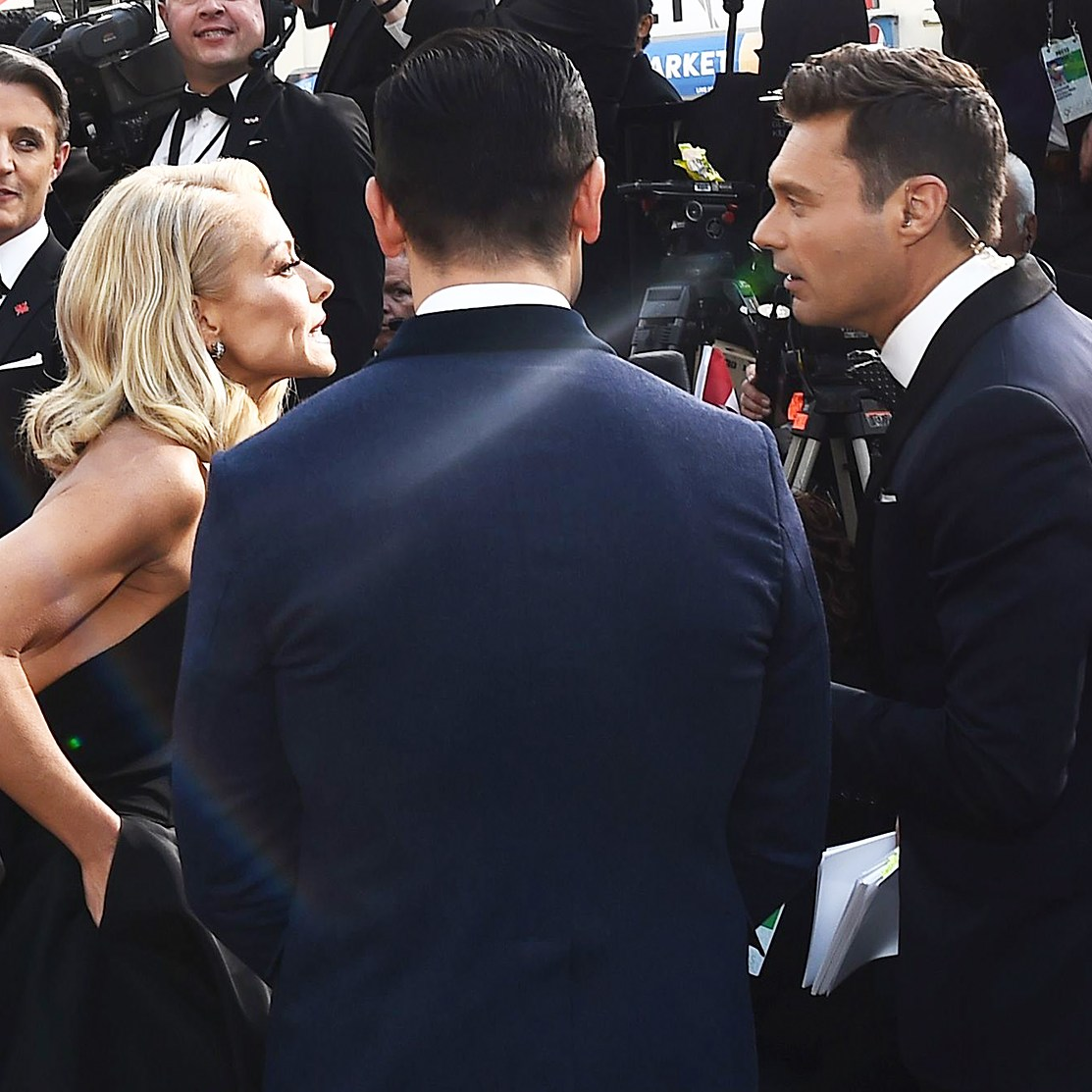 Kelly Ripa Supports Ryan Seacrest on Oscars 2018 Red Carpet