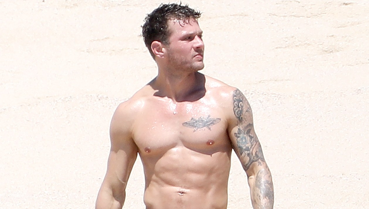 Ryan-Phillippe-abs