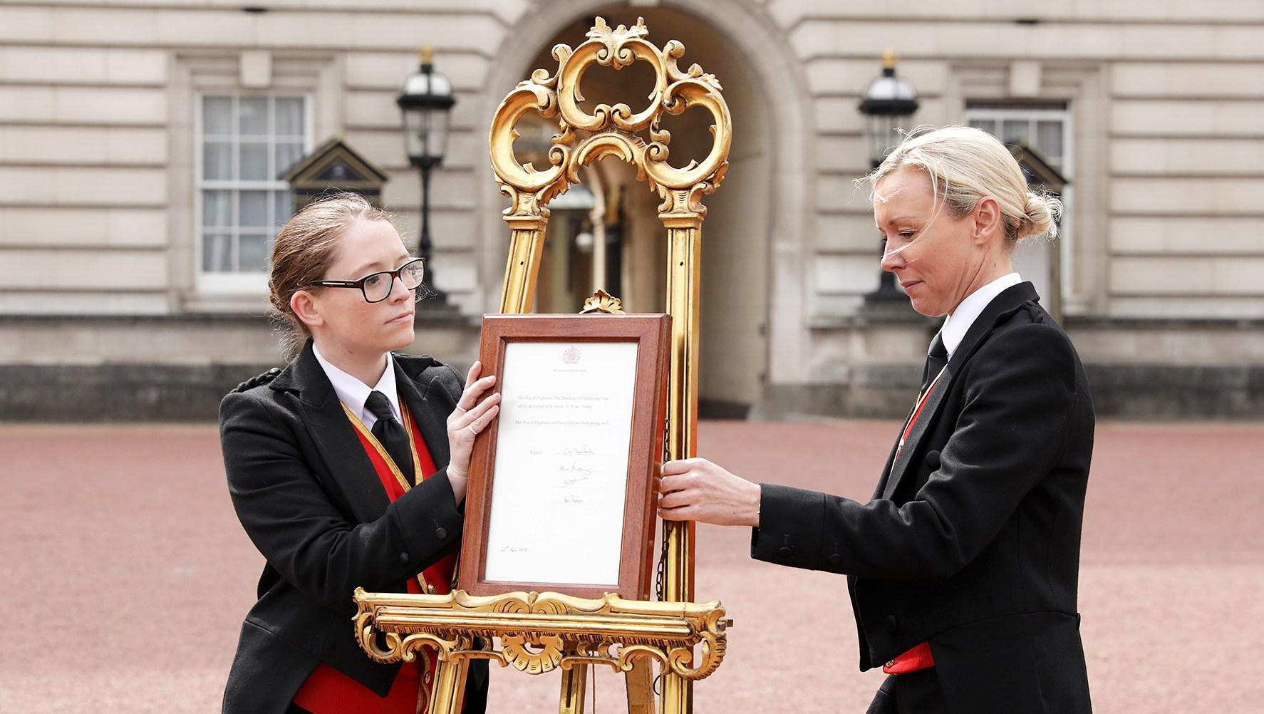 Royal Baby Arrival Easel Kensington Palace