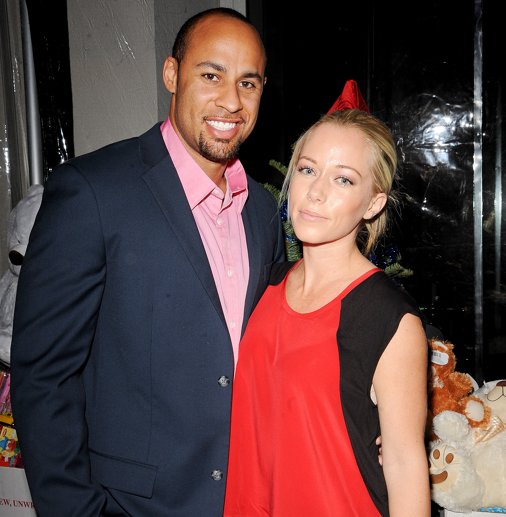 Kendra Wilkinson blasts Hank Baskett for recording her