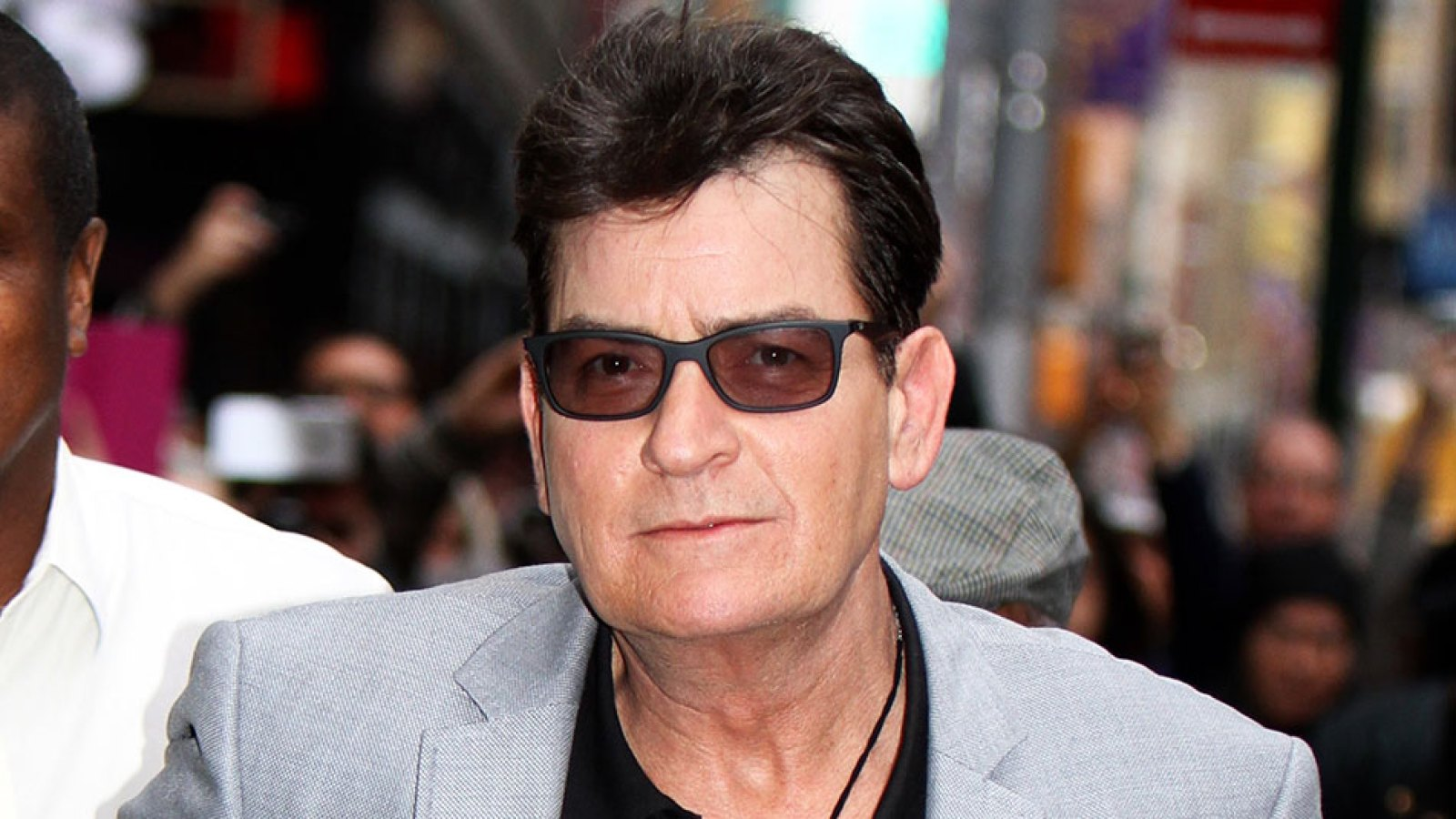 Charlie sheen can relate to roseanne barr after her firing thecheapjerseys Choice Image