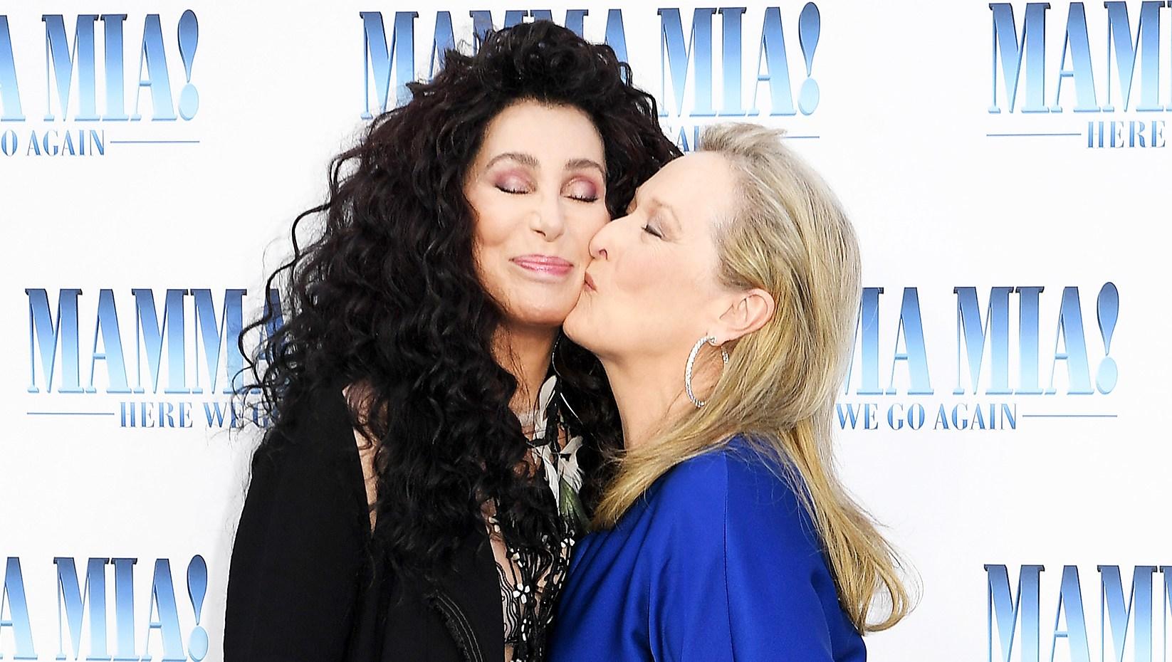 Cher Meryl Streep Red Carpet Kiss