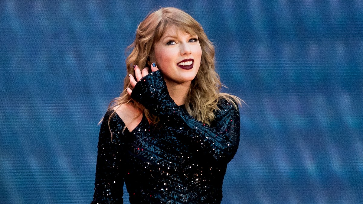 Taylor Swift Is Shocked As Couple Gets Engaged In Front Of Her
