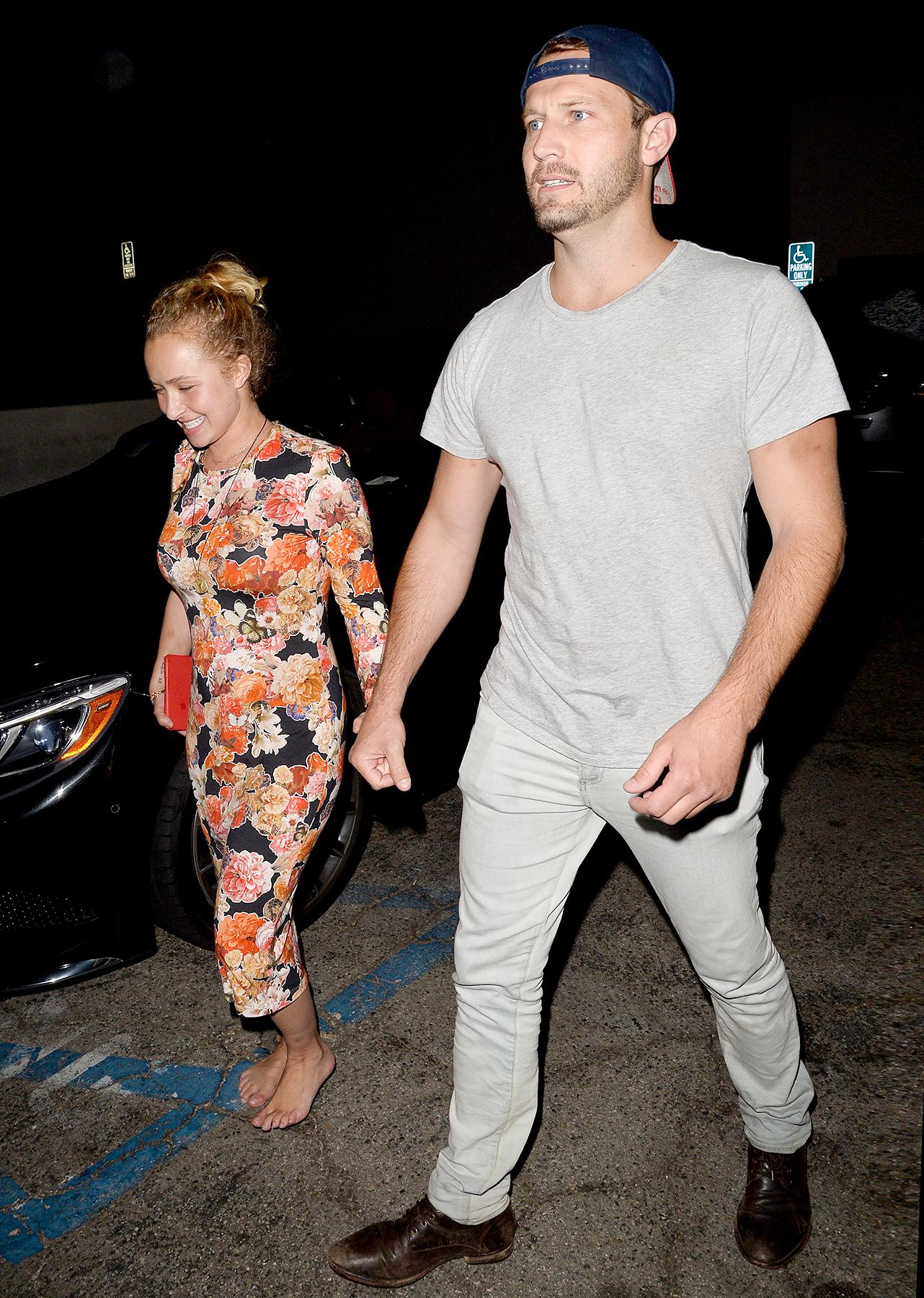 Hayden dating Siamese tvilling dating nettsted
