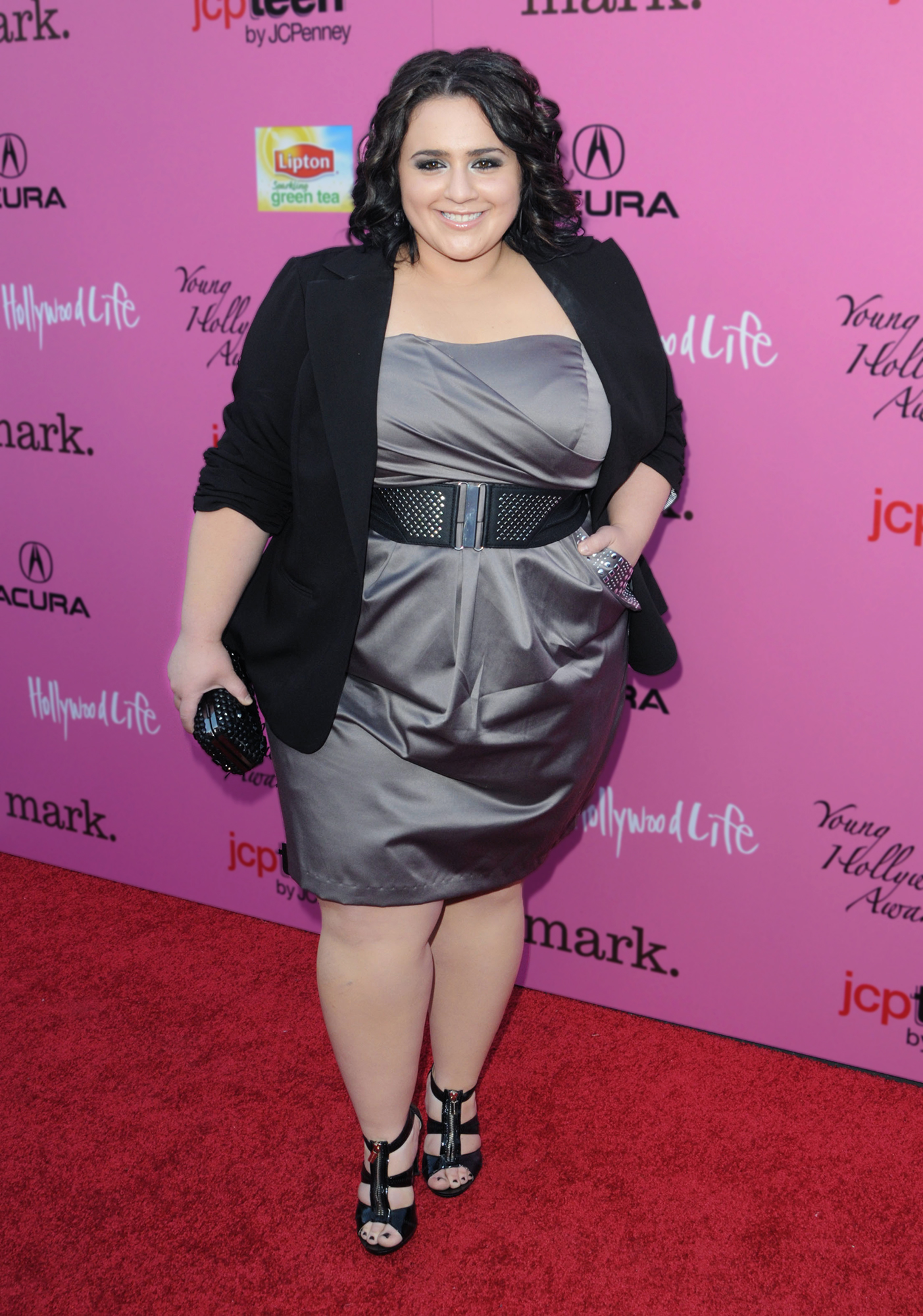 braless Nikki Blonsky naked photo 2017