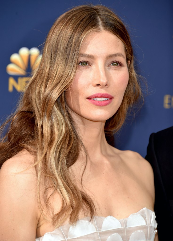 Emmys 2018 Beauty How To Get Jessica Biel S Loose Waves
