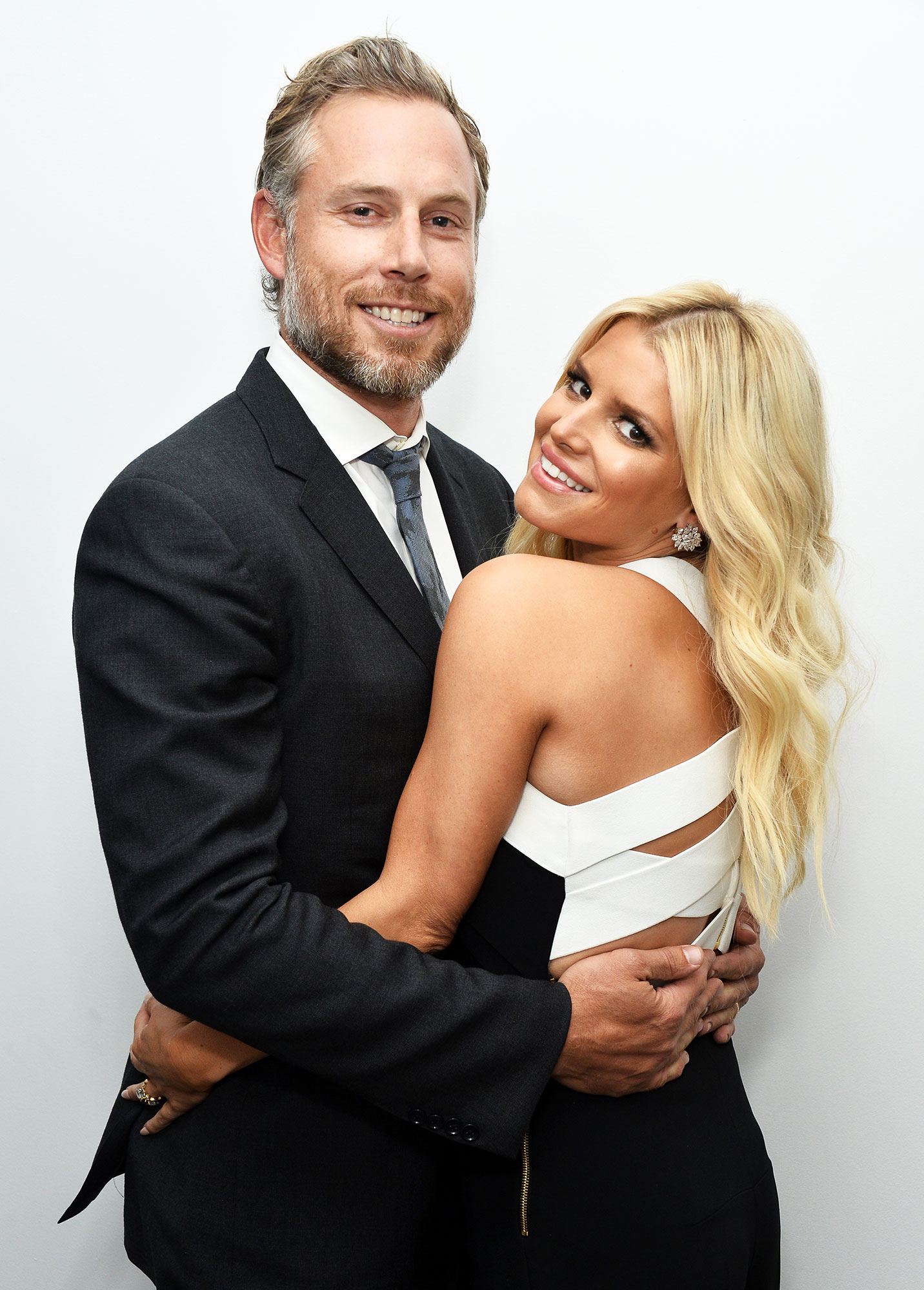 Wie is Jessica Simpson dating 2015