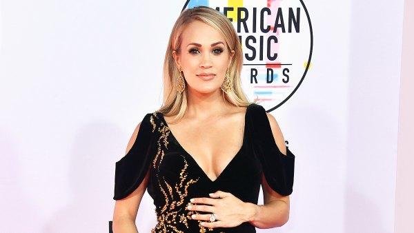 Carrie Underwood Baby Bump AMAs 2018