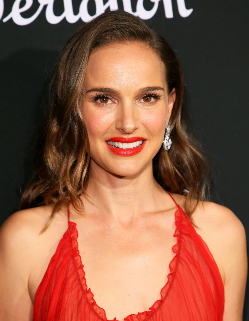 Natalie Portman S Dior Red Lipstick For Holiday 2018 How To