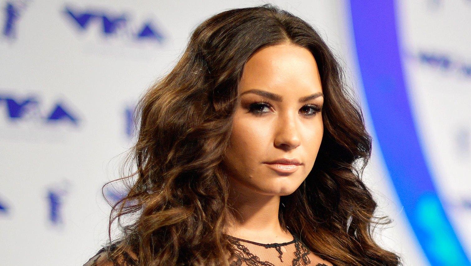 Demi Lovato Shuts Down Fan
