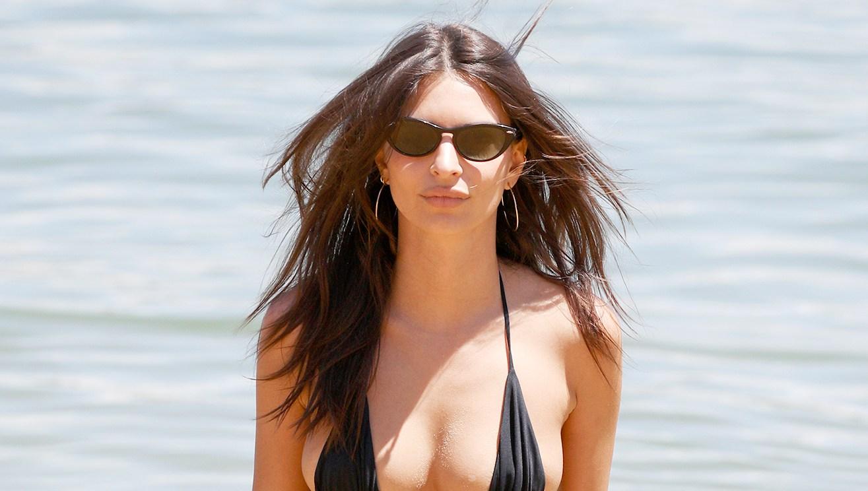 emily-ratajkowski-abs-bikini