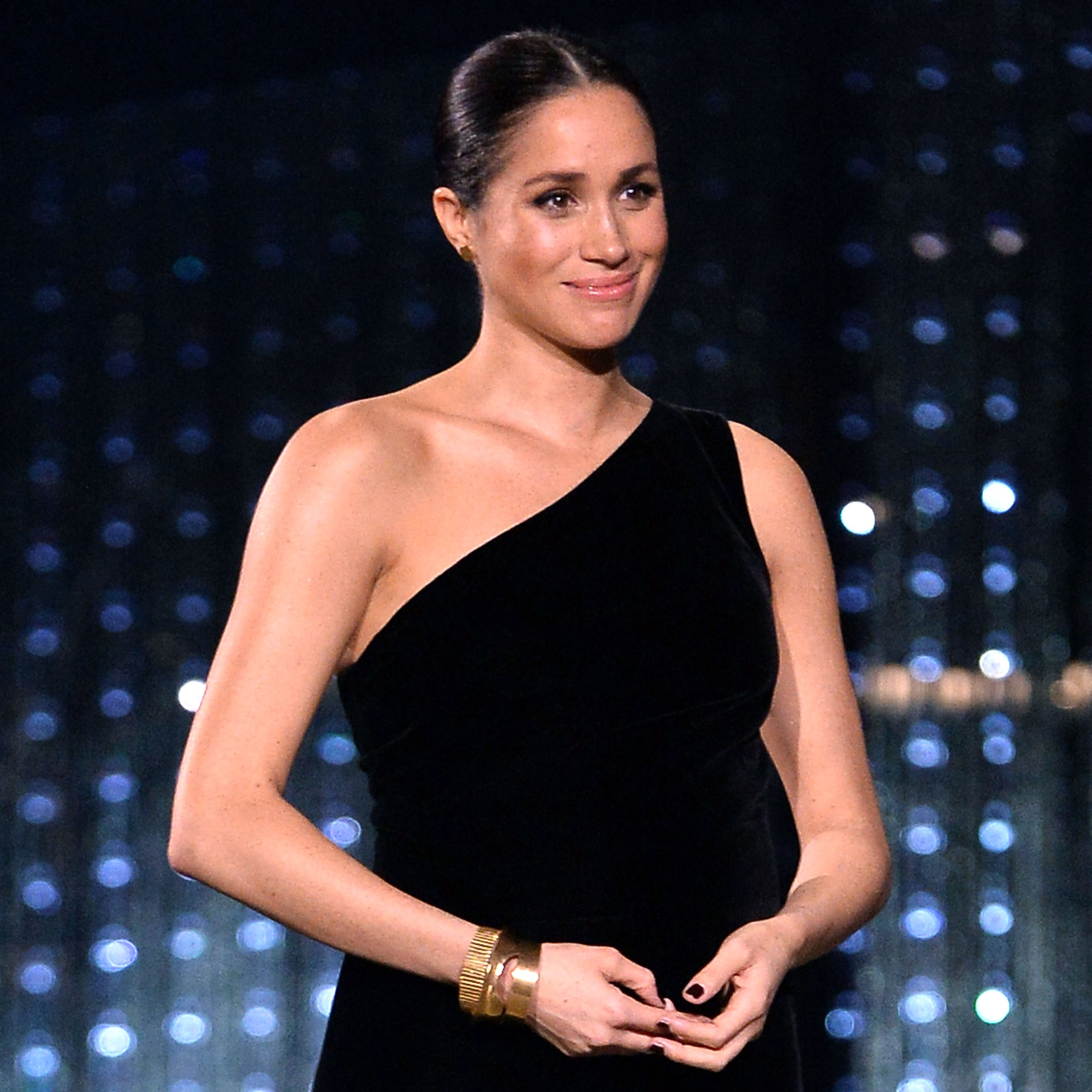 duchess meghan-markle-fashion-awards-black-dress