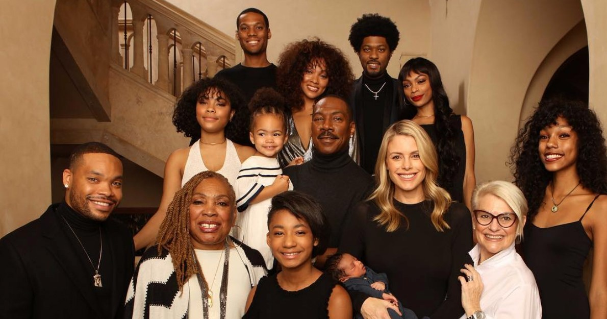 Eddie Murphy Poses With All 10 of His Kids: Pic