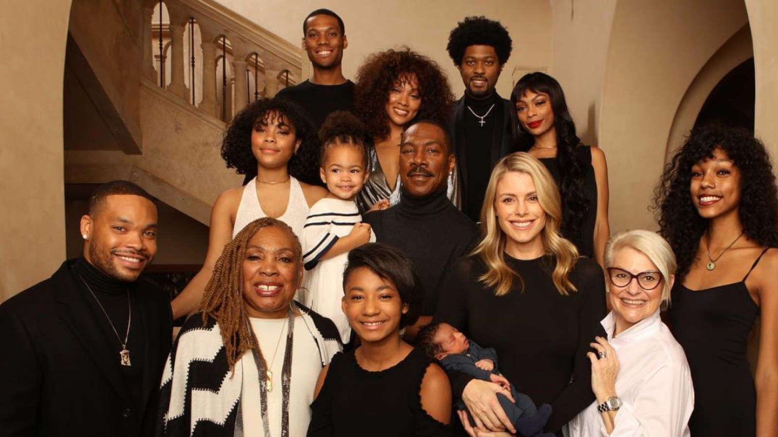 Eddie Murphy Poses With All 10 Of His Kids Pic