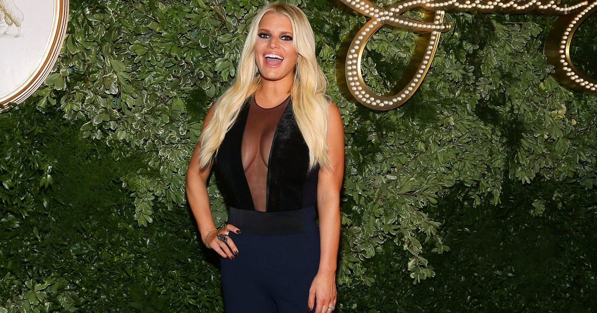 Pregnant Jessica Simpson Shows Off Family in New Photo
