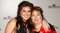 Kelly Clarkson Explains What It's Like to Have a Stage Mom