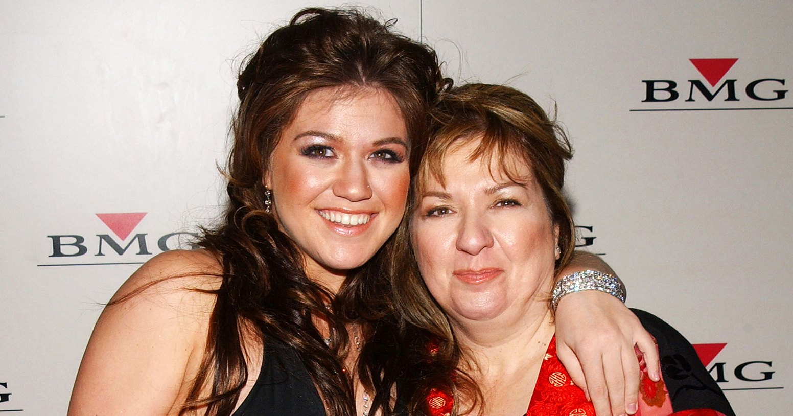 Kelly Clarkson Doesn't Want to Be a Stage Parent Like Her Mom