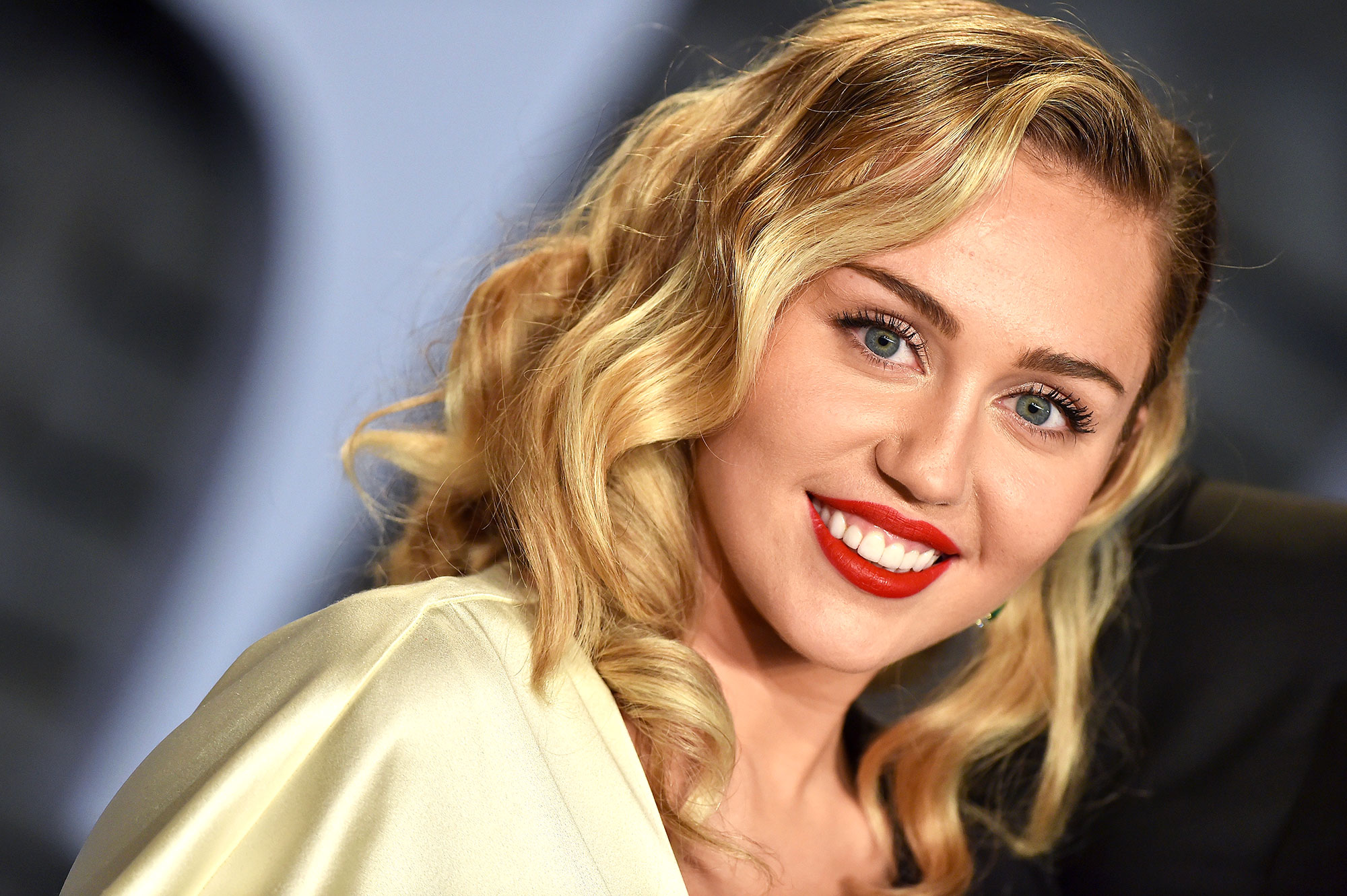 Miley cyrus dating history list