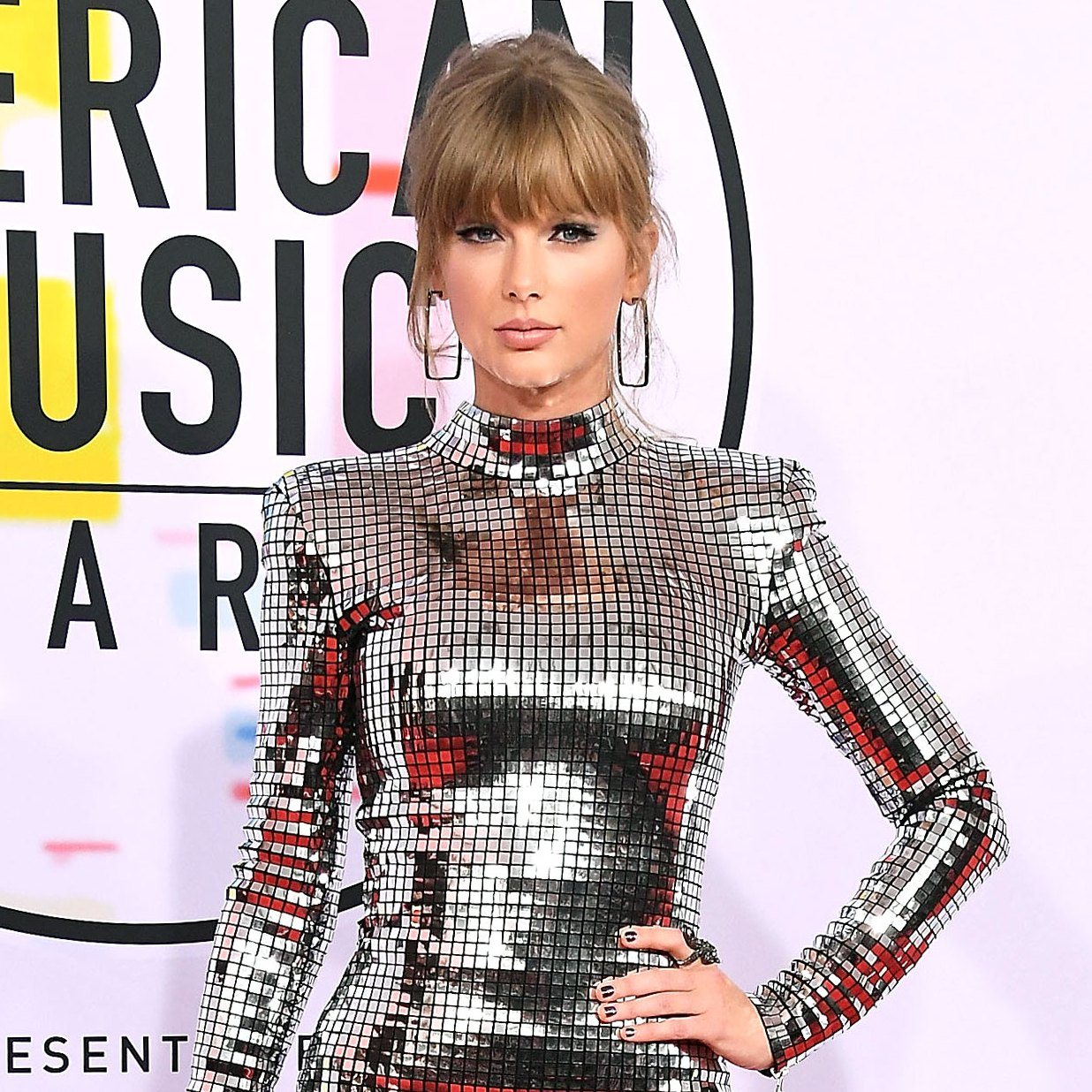 taylor-swift amas silver minidress